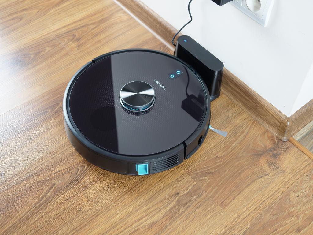 Cecotec Conga 5490 - recenzja robota sprzątającego o ogromnej mocy - ładowanie