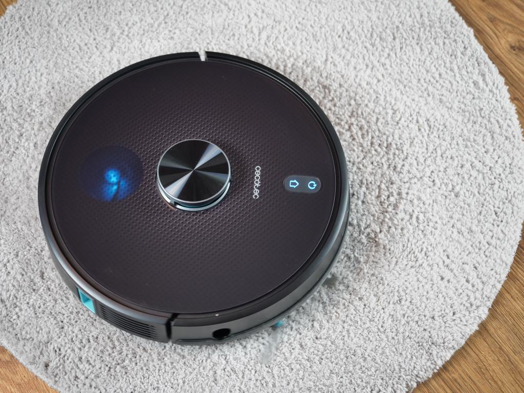 Cecotec Conga 5490 - recenzja robota sprzątającego o ogromnej mocy - na gęstym dywanie