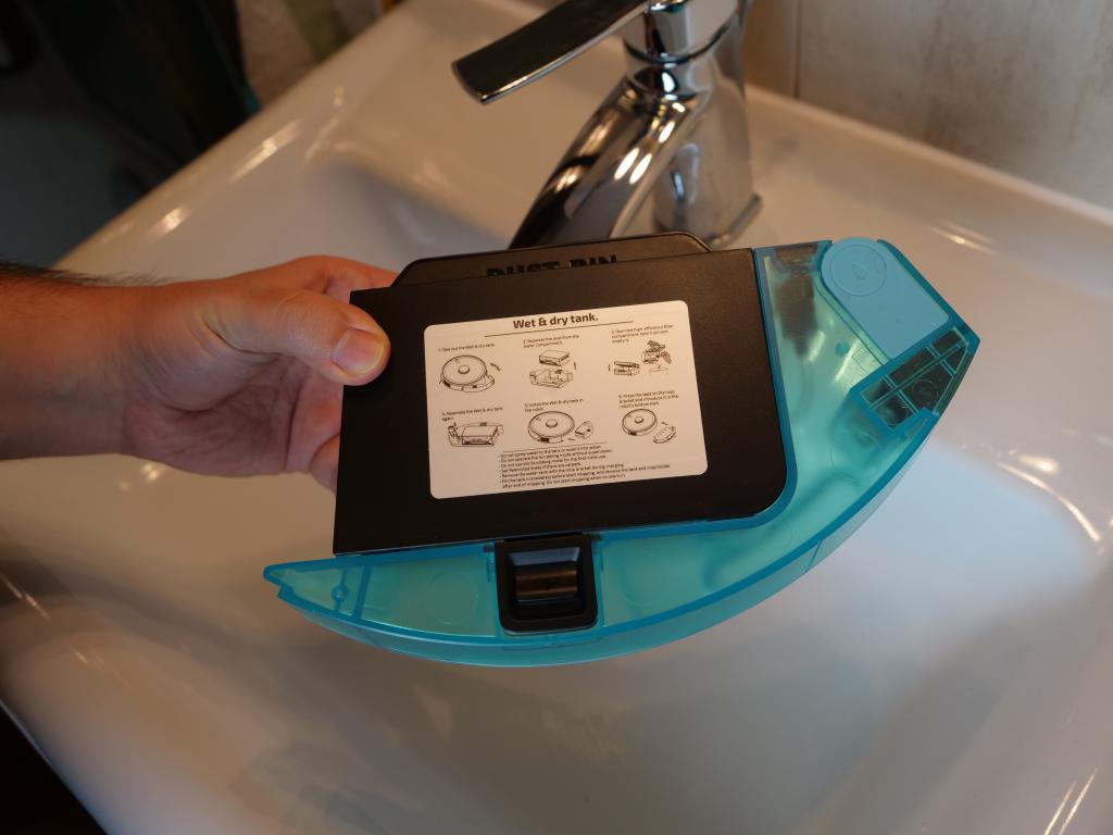 Cecotec Conga 5490 - recenzja robota sprzątającego o ogromnej mocy - pojemnik na wodę