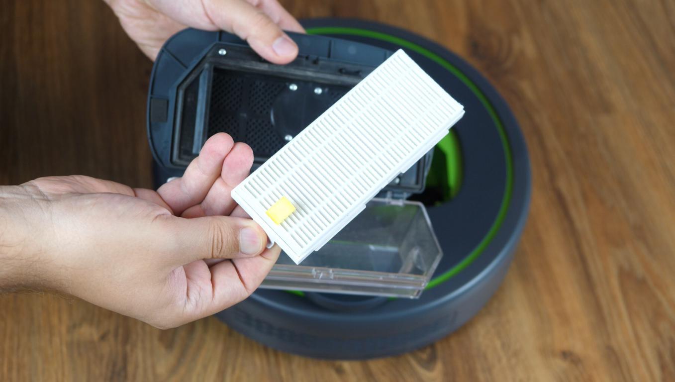 Moneual MBOT 950 - recenzja robota sprzątającego - pojemnik na kurz z filtrem HEPA