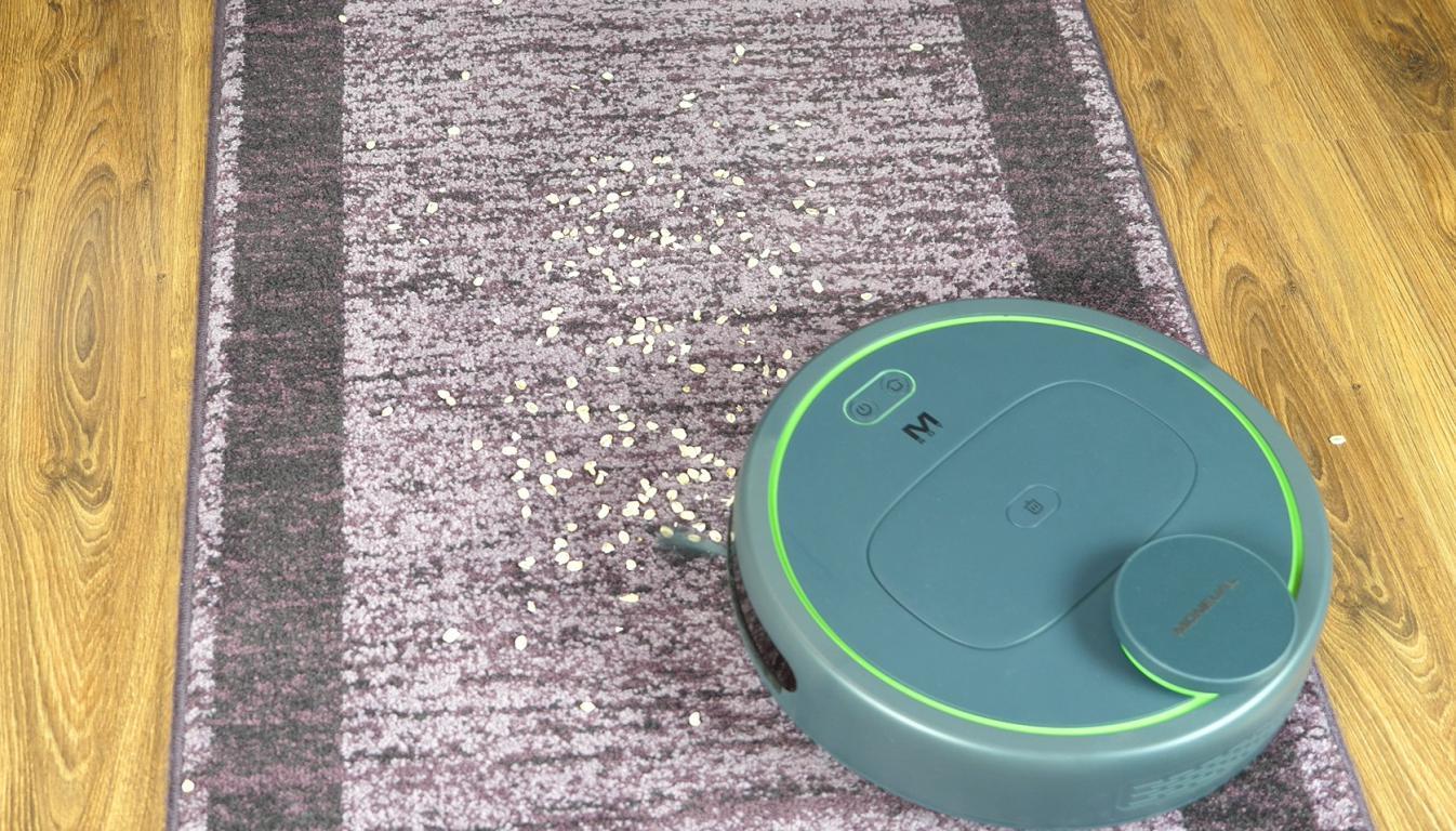 Moneual MBOT 950 - recenzja robota sprzątającego - odkurzanie dywanu