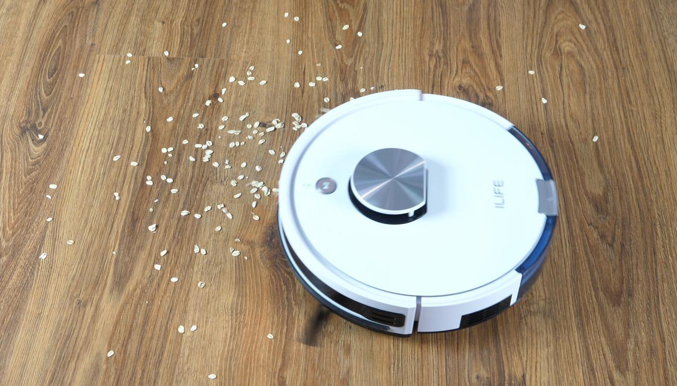 iLife L100 - recenzja robota sprzątającego - odkurzanie płatków