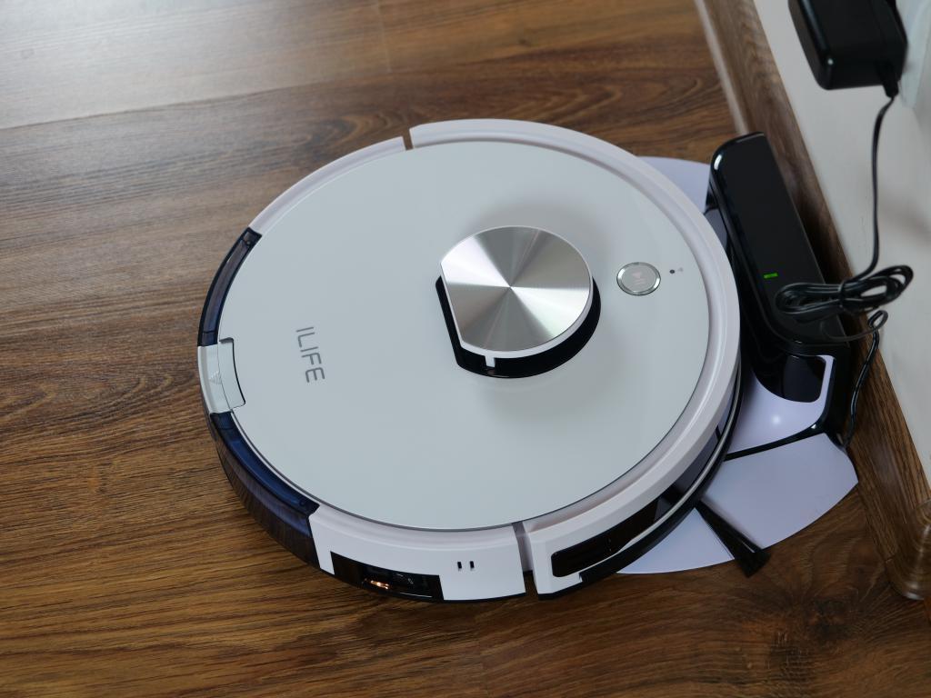 iLife L100 - recenzja robota sprzątającego - ładowanie