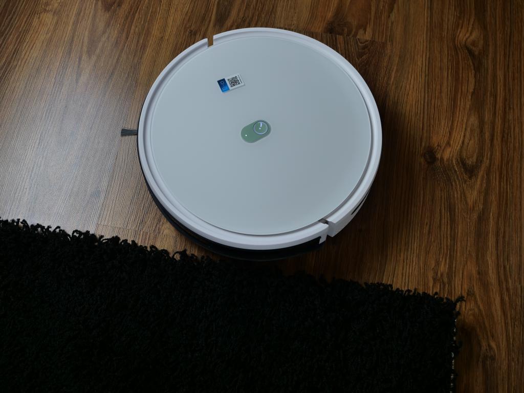 Yeedi K650 - recenzja taniego robota sprzątającego z Aliexpress - czarny dywan