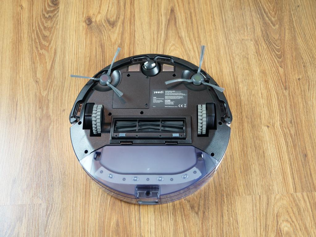 Yeedi K650 - recenzja taniego robota sprzątającego z Aliexpress - spód robota z gumową szczotką