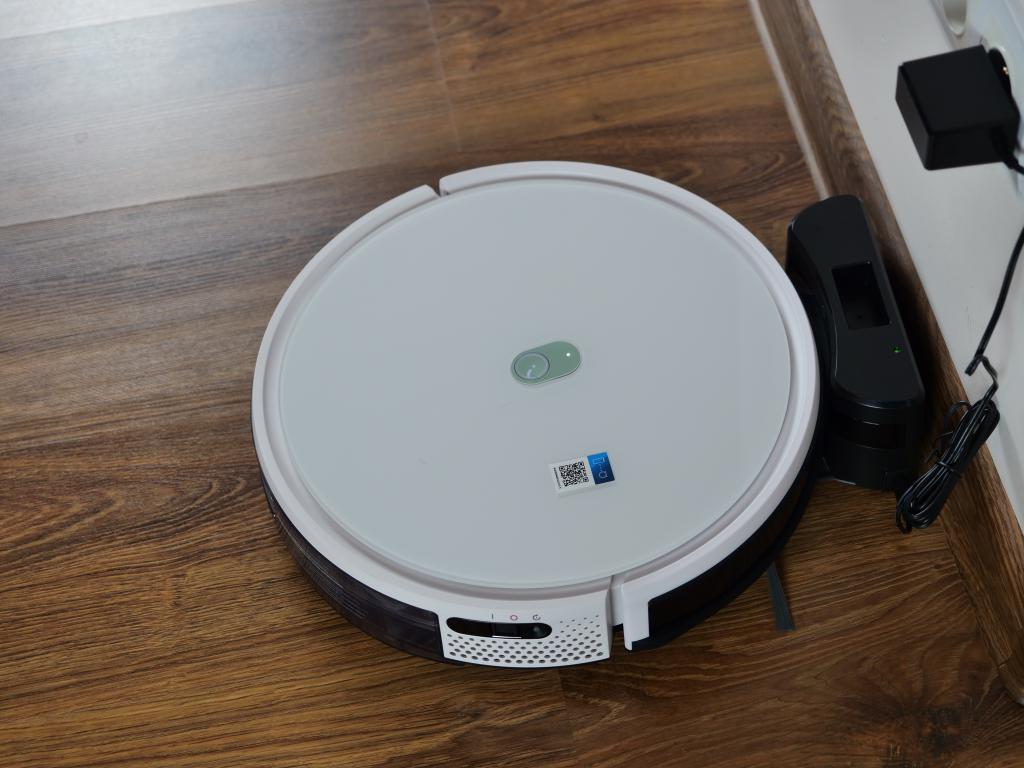 Yeedi K650 - recenzja taniego robota sprzątającego z Aliexpress - stacja ładująca