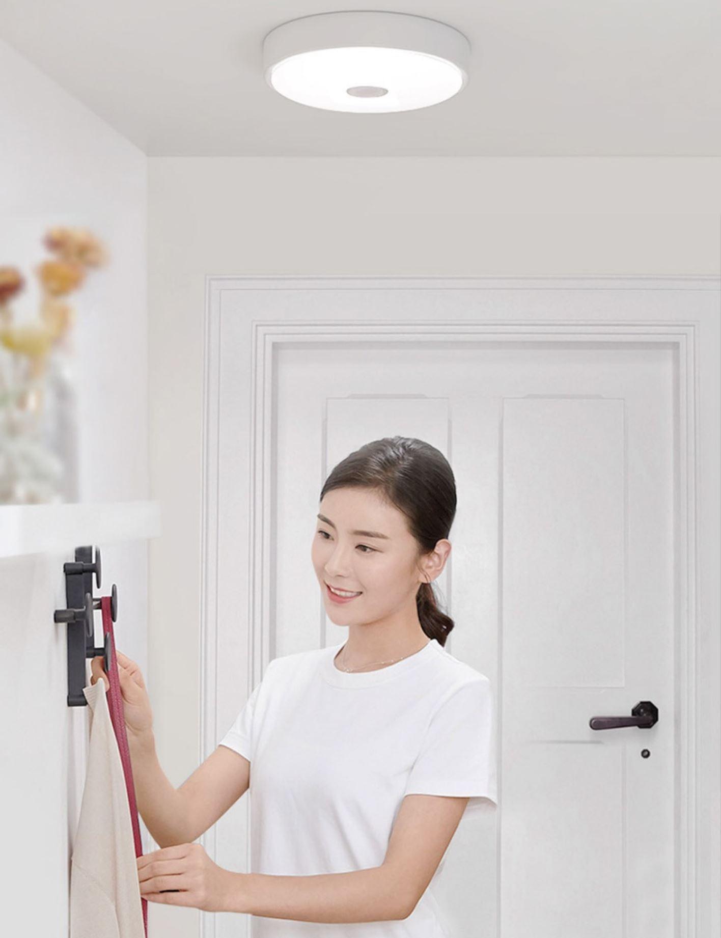 Rozświetl swój dom z Yeelight - świetna oferta na inteligentne żarówki, lampy i plafony - mini plafon z sensorem ruchu - w wejściu