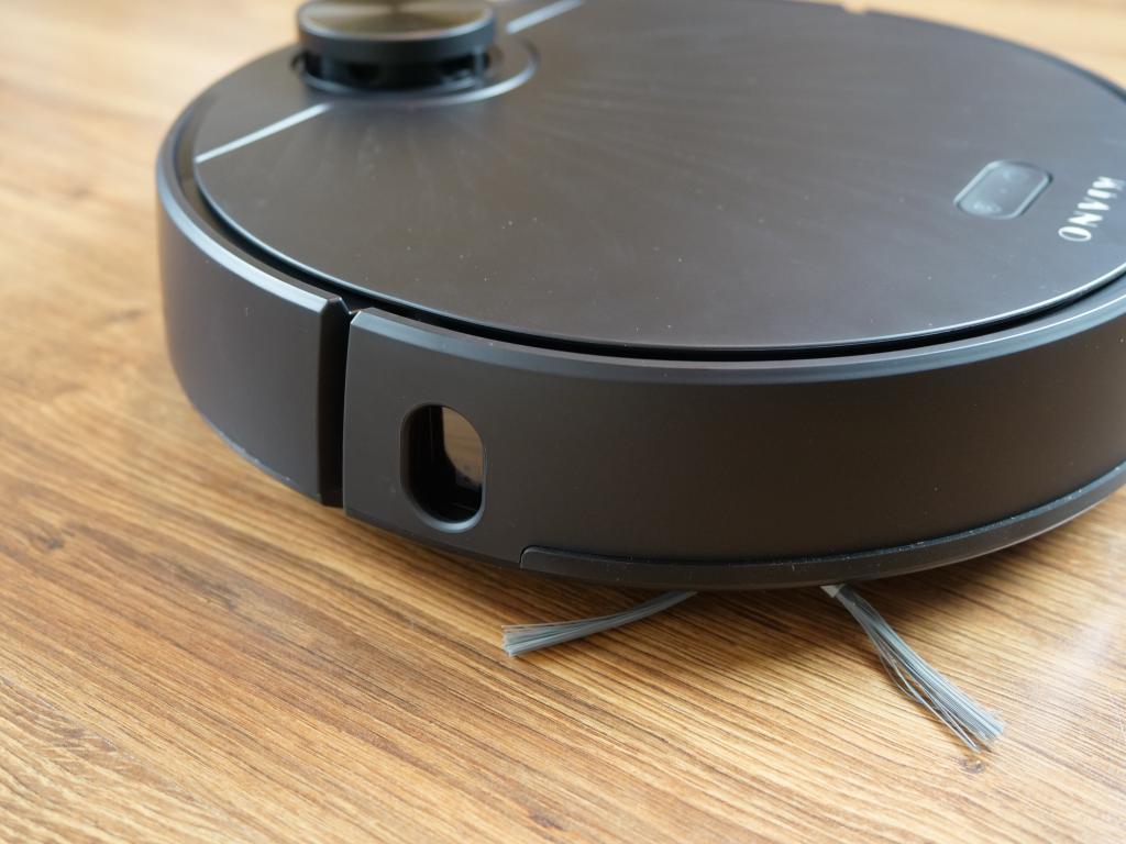 Kiano Elegance Robot - recenzja robota sprzątającego z laserową nawigacją w super cenie - boczny sensor