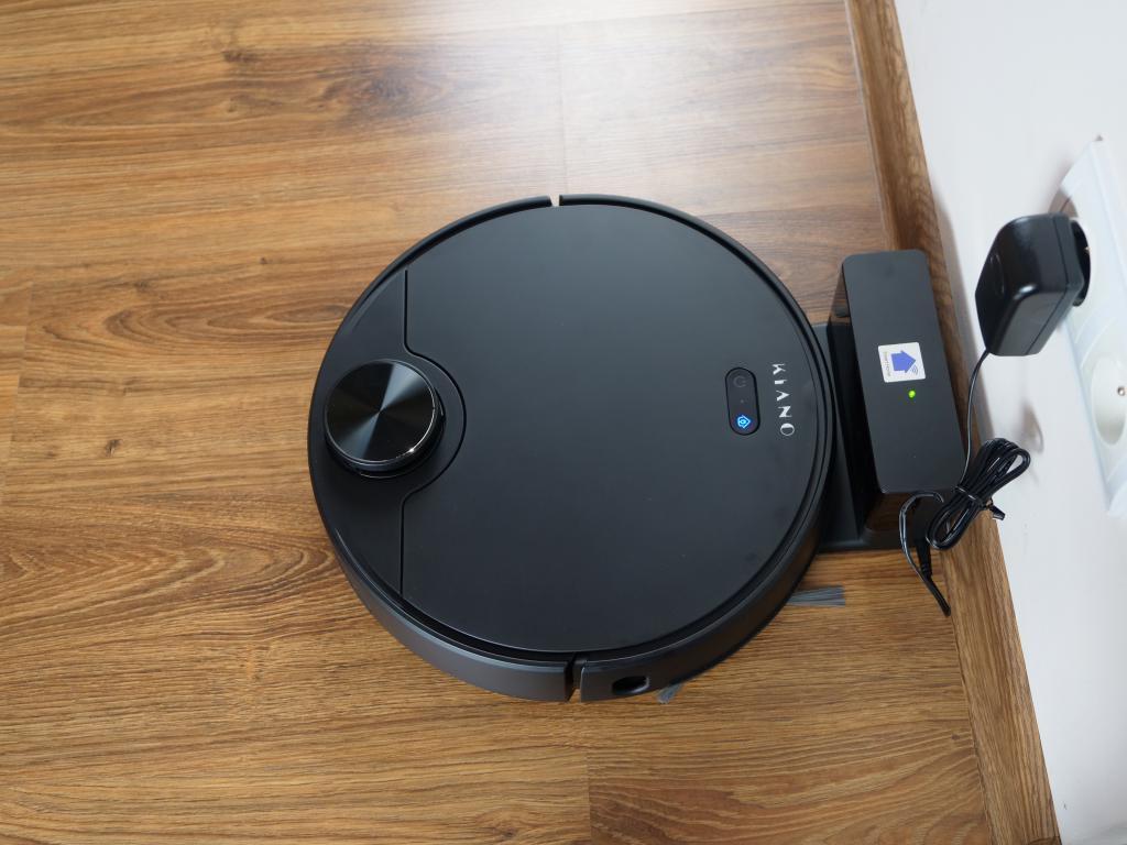 Kiano Elegance Robot - recenzja robota sprzątającego z laserową nawigacją w super cenie - ładowanie