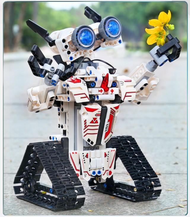 Premiery Aliexpress - zdalnie sterowany robot z klocków