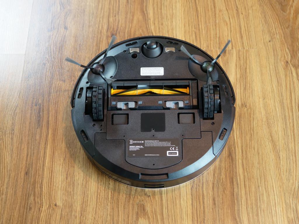 Recenzja ECOVACS Deebot OZMO T8+ - spód robota