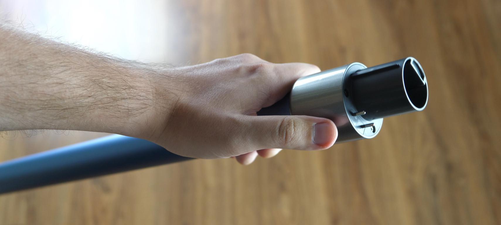 Dreame T20 PRO - recenzja ulepszonej wersji bezprzewodowego odkurzacza pionowego - rura aluminiowa