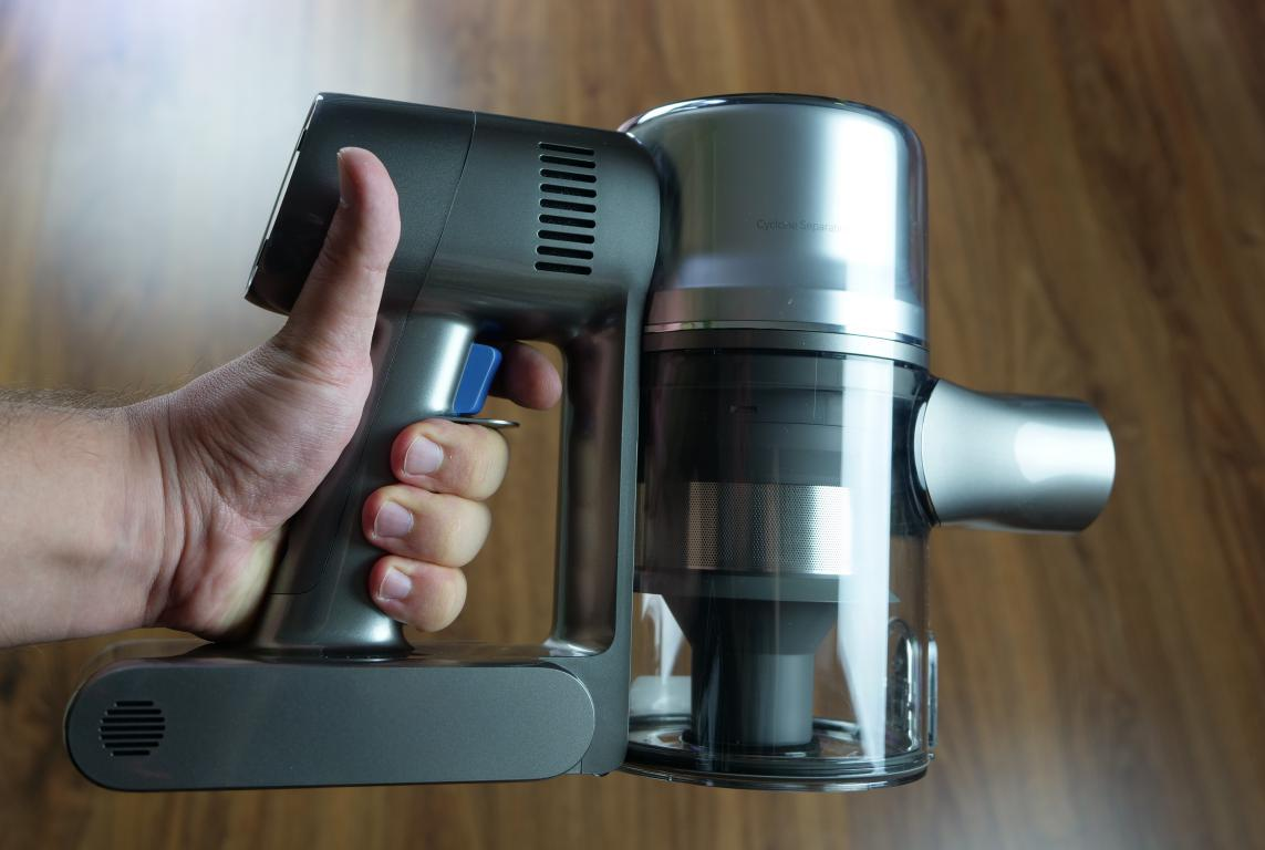 Dreame T20 Pro - recenzja - odkurzacz z bliska - włącznik