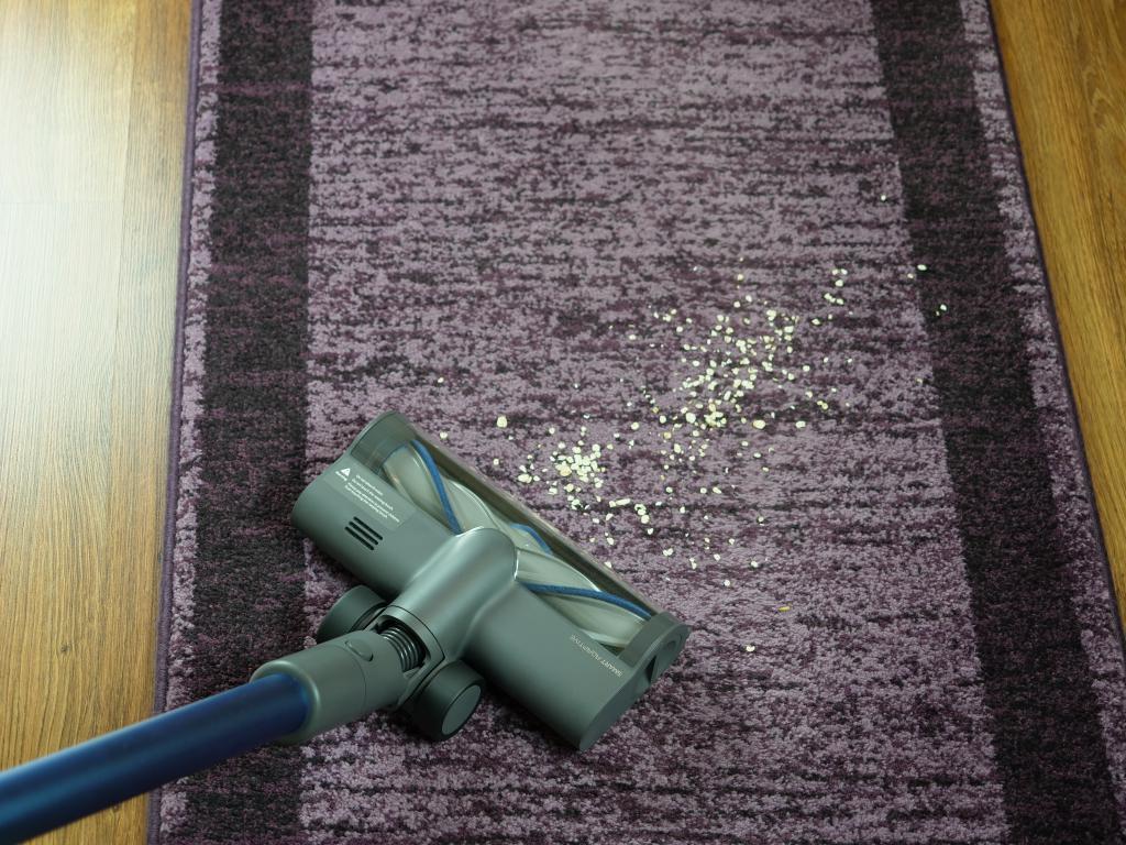 odkurzanie dywanu