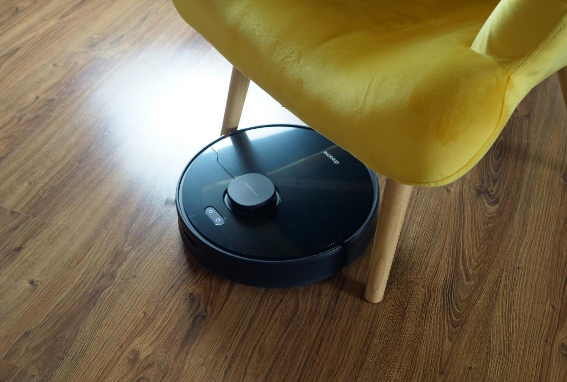 Dreame Bot D9 Max - recenzja robota sprzątającego o zwiększonej mocy - jazda między nogami