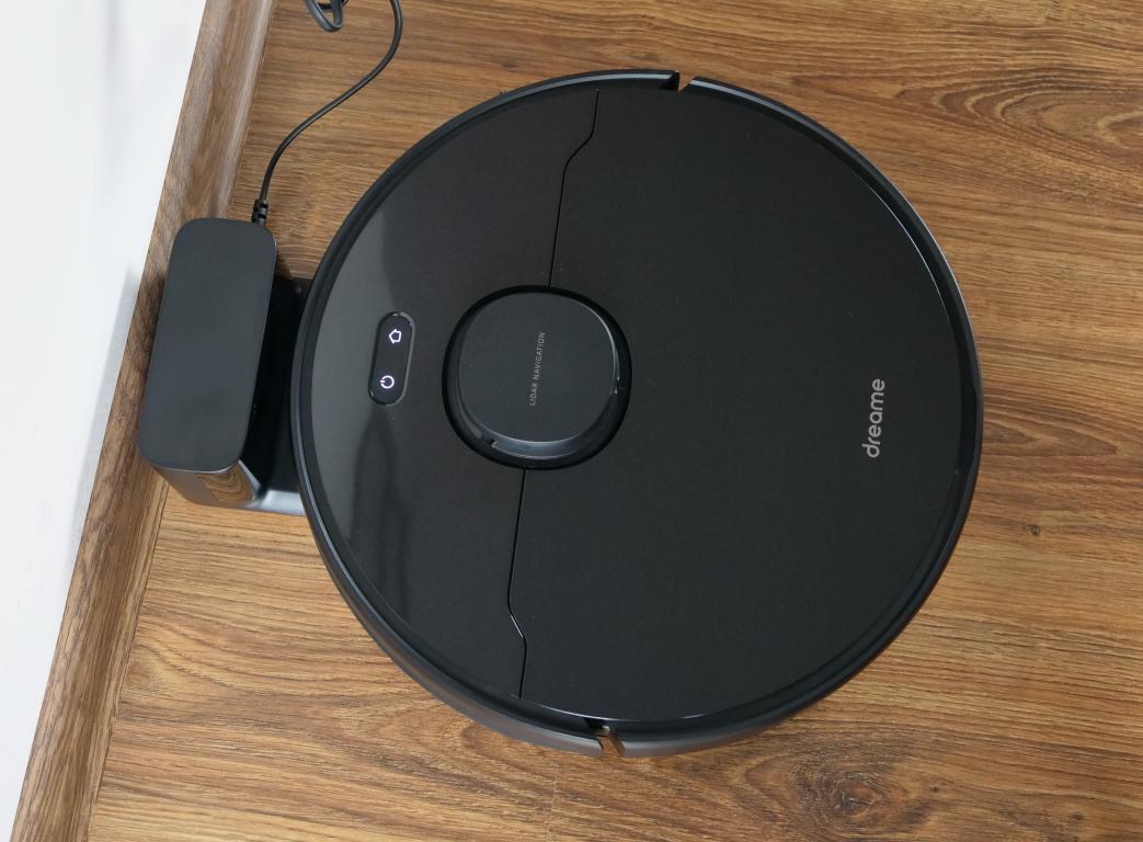 Dreame Bot D9 Max - recenzja robota sprzątającego o zwiększonej mocy - ładowanie