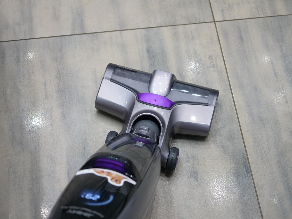 Jimmy PowerWash HW8 Pro - recenzja odkurzacza mopującego - zmywanie podłogi w łazience